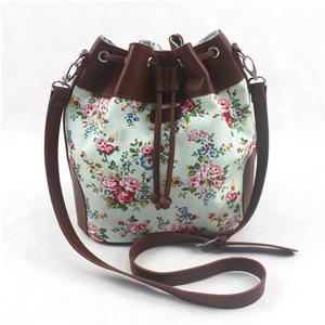 Colorful Ladies Canvas Travel Bag , Drawstring Crossbody Handbags With Long Strap